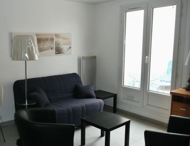loyer appartement particulier loue appartement t2 meubl avec grande terrasse la rochelle. Black Bedroom Furniture Sets. Home Design Ideas