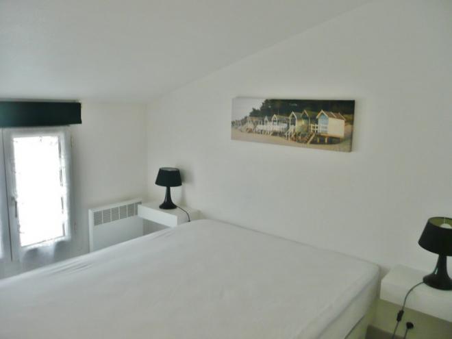 a louer appartements la rochelle location appartement t2 meubl de qualit la rochelle. Black Bedroom Furniture Sets. Home Design Ideas