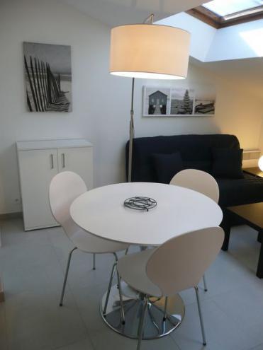 location appartement meuble la rochelle. Black Bedroom Furniture Sets. Home Design Ideas